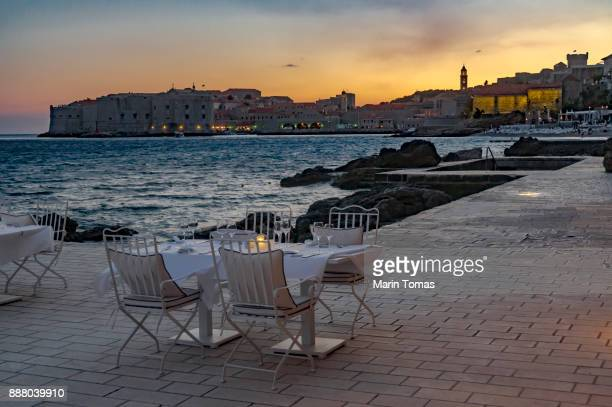 sunset dinner - water's edge stock pictures, royalty-free photos & images