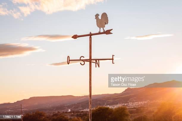 sunset direction - sud foto e immagini stock