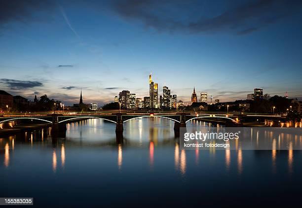 , Dämmerung, Sonnenuntergang Skyline von Frankfurt am Main, Deutschland