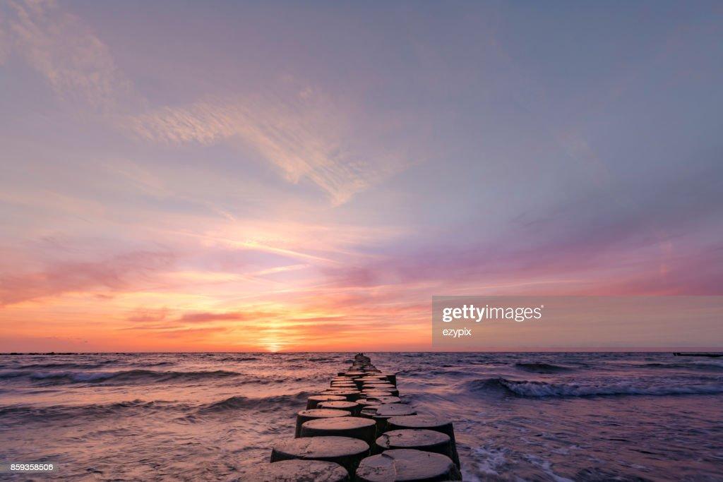 Sonnenuntergang im Osten der Ostsee : Stock-Foto