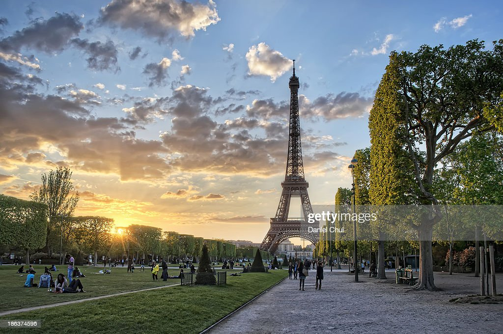 Sunset flares at Champ de Mars in Paris : Stock Photo