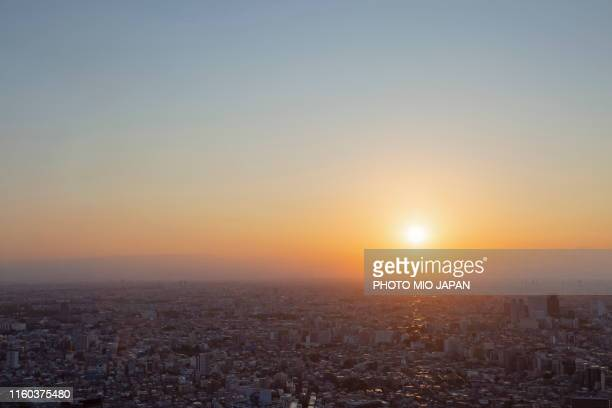 sunset from the observatory of tokyo metropolitan government office. - 首都圏 ストックフォトと画像