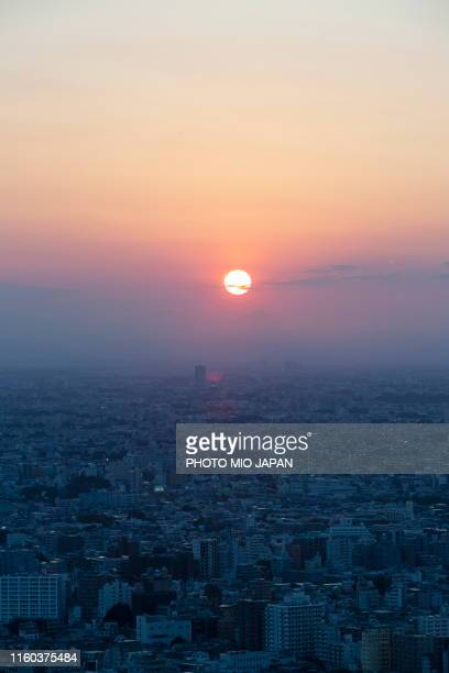 sunset from the observatory of tokyo metropolitan government office. - capital region stock pictures, royalty-free photos & images
