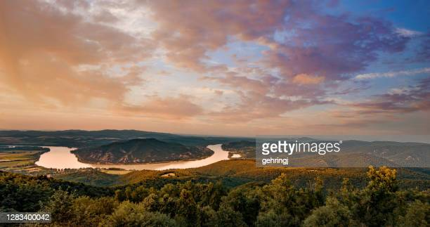 sunset image of the beautiful danube river curve, pest county, hungary - traditionally hungarian stock pictures, royalty-free photos & images