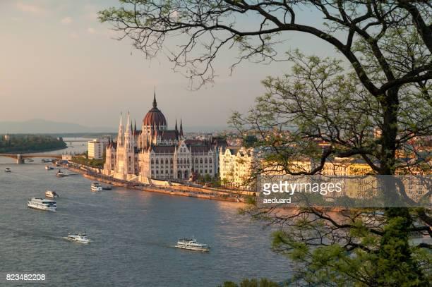 Coucher de soleil à Budapest - le Parlement hongrois