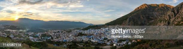 sunset in chefchaouen - chefchaouen photos et images de collection