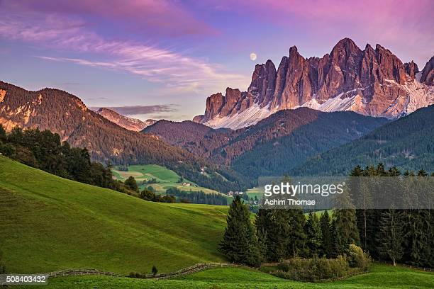 sunset in dolomite alps - achim thomae stock-fotos und bilder