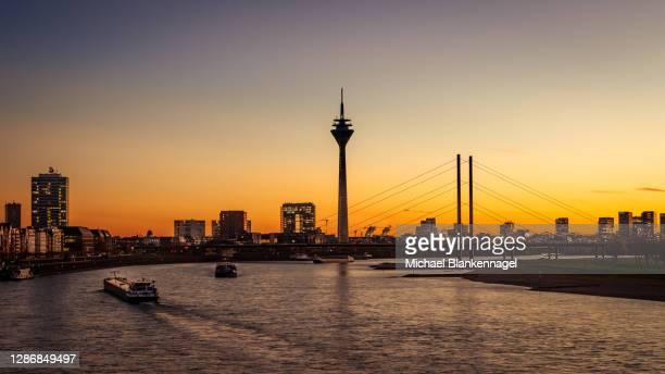 sunset in düsseldorf - germany - düsseldorf stock-fotos und bilder