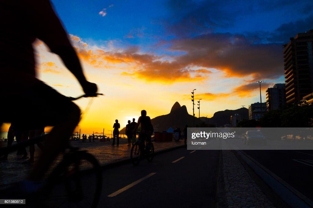 Pôr do sol na praia de Ipanema : Foto de stock