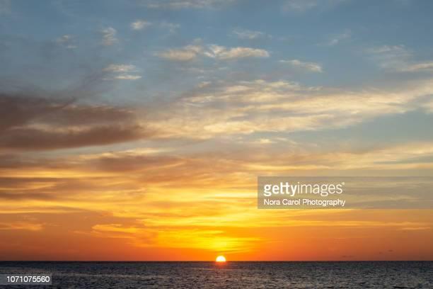 sunset in kota kinabalu - puesta de sol fotografías e imágenes de stock