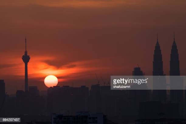 sunset in kuala lumpur - shaifulzamri fotografías e imágenes de stock