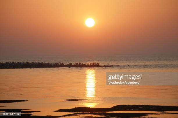 sunset in mumbai, a sight to behold, enduring memory of the place - argenberg stock pictures, royalty-free photos & images