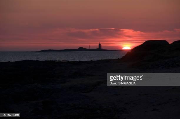 sunset in noirmoutier - noirmoutier photos et images de collection