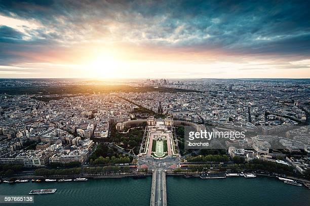 sunset in paris - トロカデロ地区 ストックフォトと画像