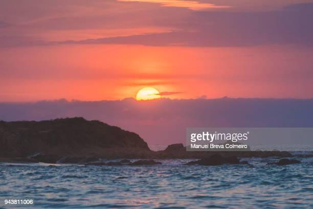 sunset in sardinia - ruhe vor dem sturm stock-fotos und bilder
