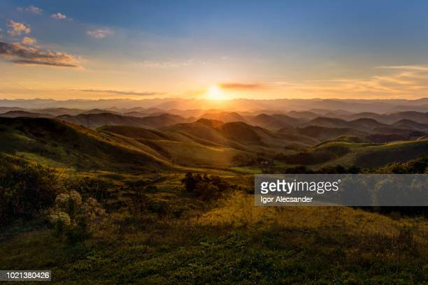 sunset in serra da beleza mountains, between rio de janeiro and minas gerais states - sunset stock pictures, royalty-free photos & images