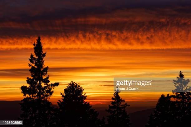 sunset in the alps - イゼール県 ストックフォトと画像