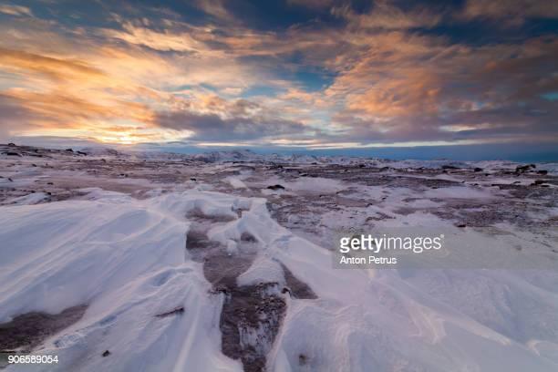 sunset in the arctic tundra - tundra foto e immagini stock