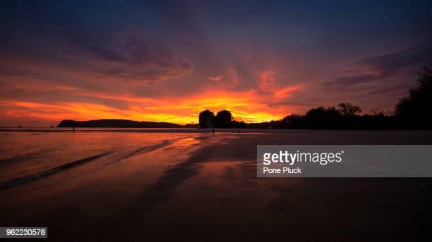 sunset in the beach - paesaggio marino foto e immagini stock
