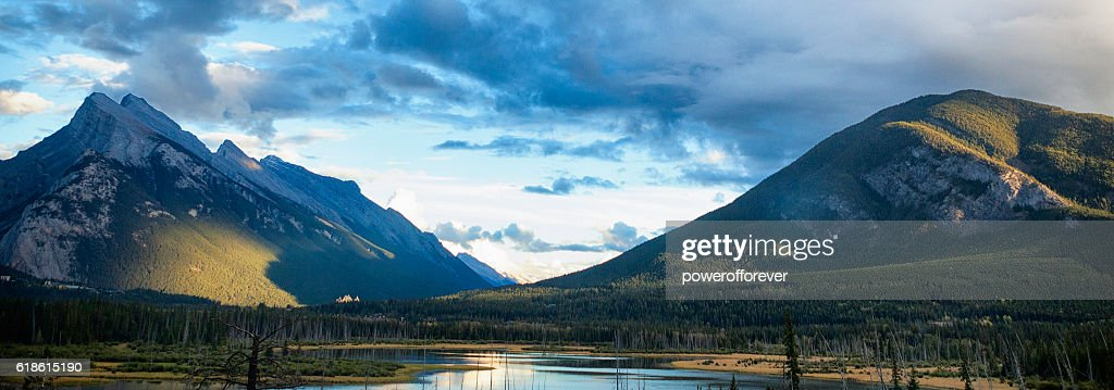 sunset in the mountains of yoho national park bc canada ストック