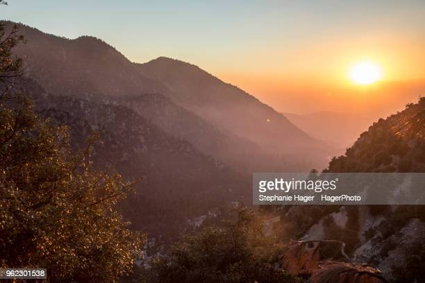sunset in the san gorgonio wilderness mountains with trees and hazy sky - サンバーナーディーノ市 ストックフォトと画像
