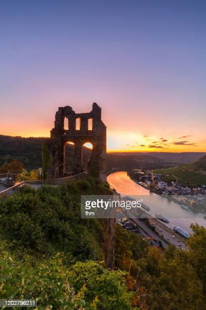 sunset in traben-trarbach with ruin of the grevenburg (rhineland-palatinate, germany) - moselle ストックフォトと画像