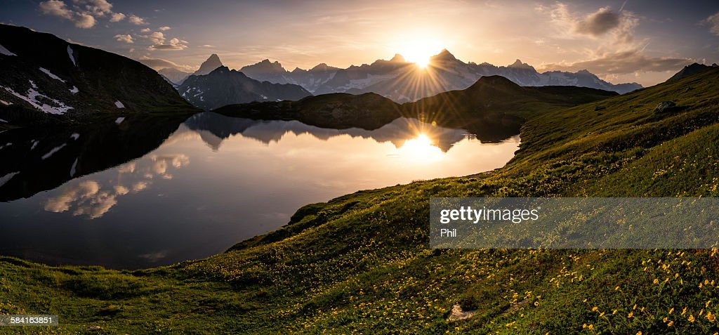 Sunset lacs de fenetre switzerland stock foto getty images for Lacs de fenetre