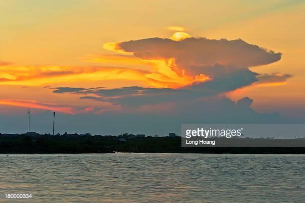 sunset landscape on the river in ninhco - ナムディン ストックフォトと画像