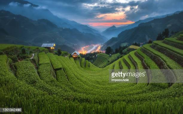 sunset landscape view of u curve rice terrace and the mountain with cottages at mu cang chai, vietnam - impossiable stock pictures, royalty-free photos & images