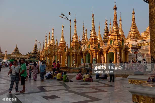 sunset light on golden spires - merten snijders stockfoto's en -beelden