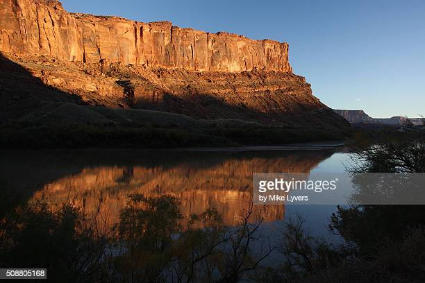 sunset light on the colorado river canyonlands - canyonlands national park stock pictures, royalty-free photos & images