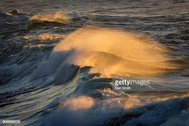 sunset lit waves - don smith stock-fotos und bilder