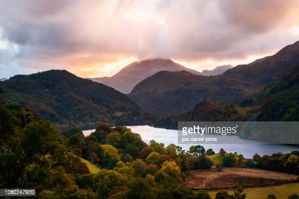sunset, llyn gwynant, snowdonia, wales - landscape scenery stock pictures, royalty-free photos & images