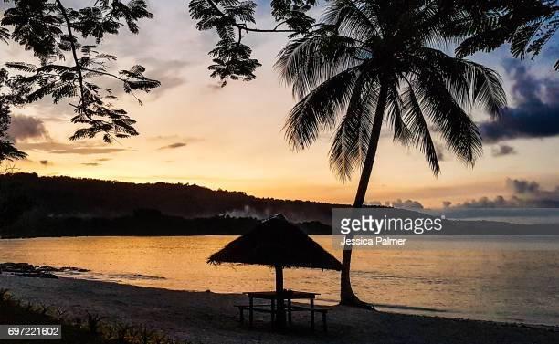 sunset lonnoc beach, espiritu santo, vanuatu - waimea bay stock photos and pictures