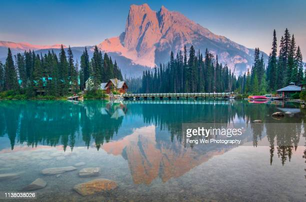 sunset @ mount burgess and emerald lake, yoho national park, british columbia, canada - canadian rockies stockfoto's en -beelden