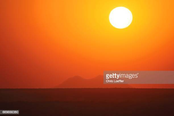 sunset namibian desert - wüste stock pictures, royalty-free photos & images