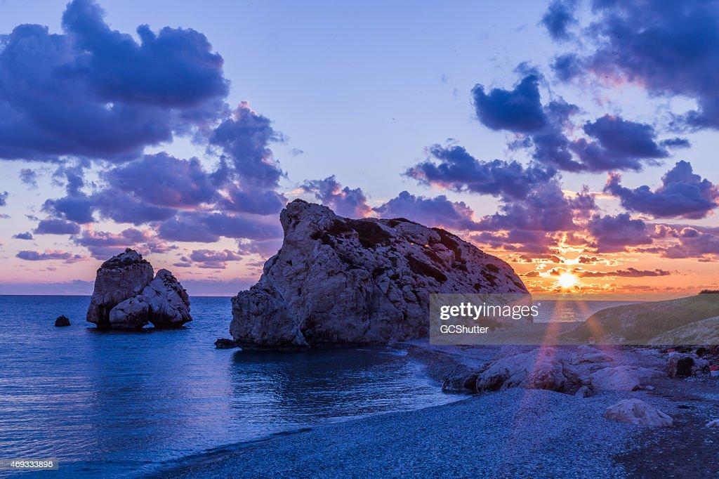 夕暮れの近く(Petra tou Romiou のアフロディーテのロック),Cyprus : ストックフォト