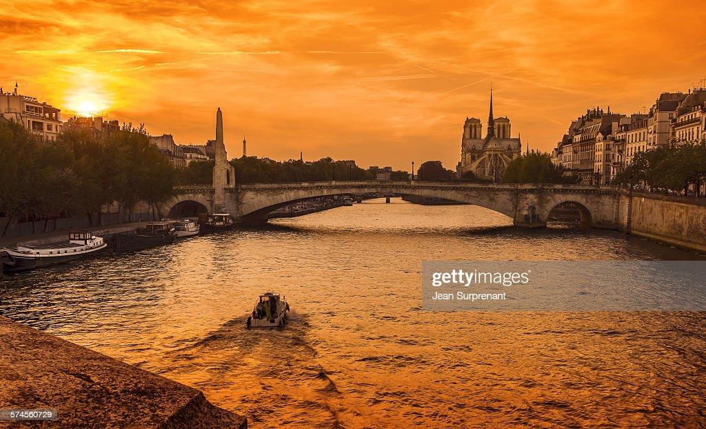 Sunset Notre-Dame de Paris II : Stock Photo