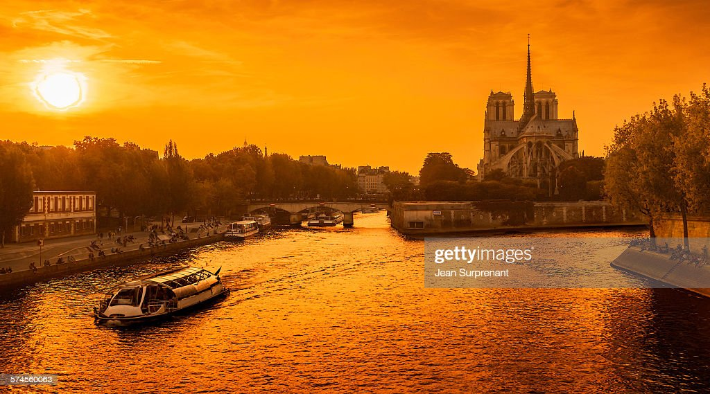 Sunset Notre-Dame de Paris : Stock Photo