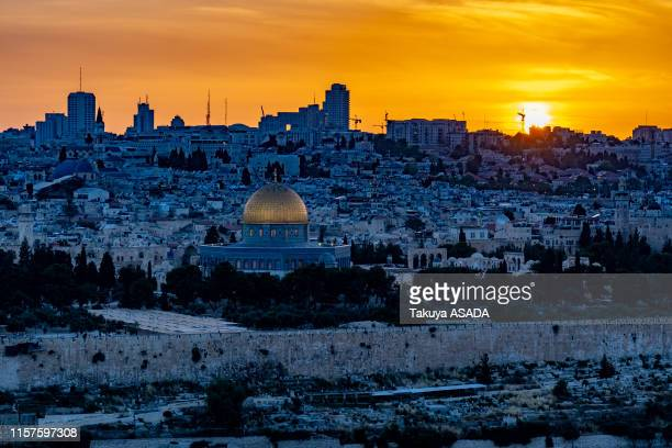 sunset of temple mount - dome of the rock stock pictures, royalty-free photos & images
