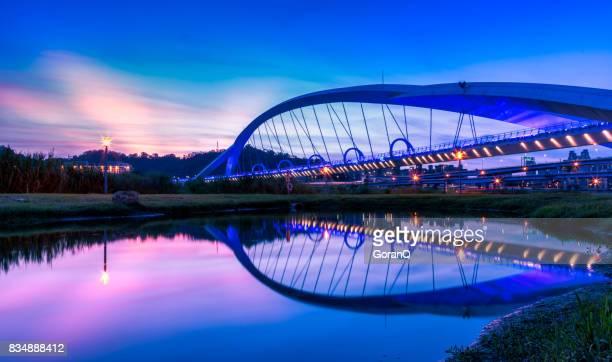 Zonsondergang van Yangguang brug, nieuwe Taipei, Taiwan
