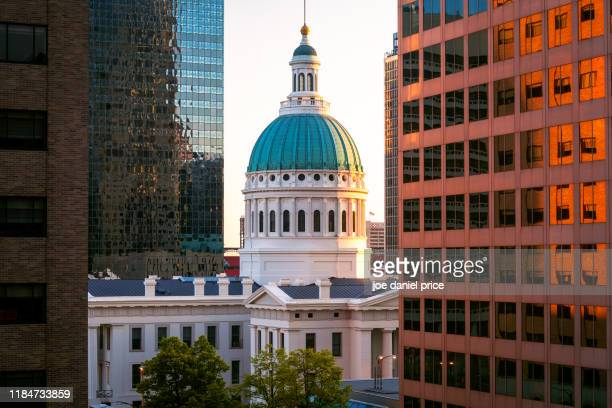 sunset, old courthouse, st louis, missouri, america - st. louis missouri stock pictures, royalty-free photos & images