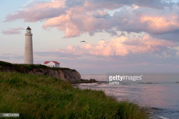sunset on cap-des-rosiers lighthouse - cap des rosiers stock pictures, royalty-free photos & images