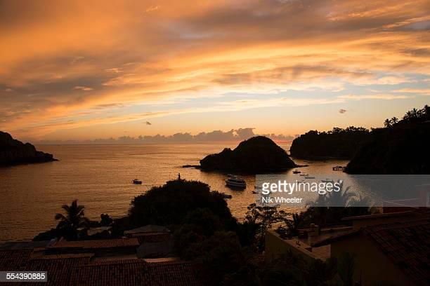 sunset on careyes coast - marina wheeler foto e immagini stock