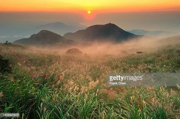 sunset on datun mountain - parque nacional fotografías e imágenes de stock
