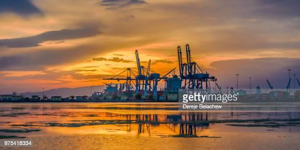 sunset on djibouti port - djibouti photos et images de collection