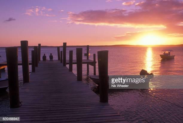sunset on harbour island - ハーバー島 ストックフォトと画像