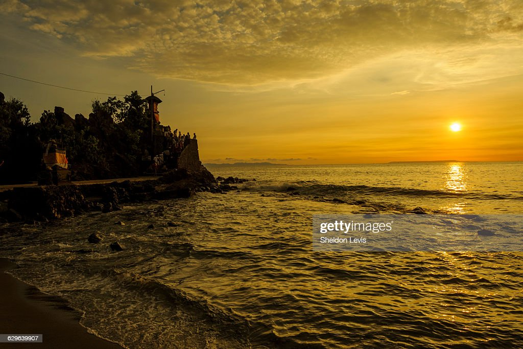 Sunset on iconic Hindu temple on Lombok : Stock Photo