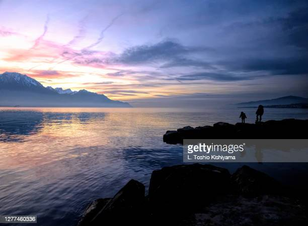 sunset on lake geneva, switzerland - vaud canton stock pictures, royalty-free photos & images