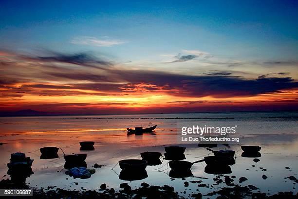 sunset on ly son island - quảng ngãi stockfoto's en -beelden